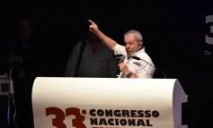 Militância do PSTU se recusa a participar de ato pró-Lula e dá as costas a ex-presidente em congresso da CNTE