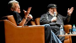 Painel com Stephen King e George R. R. Martin.