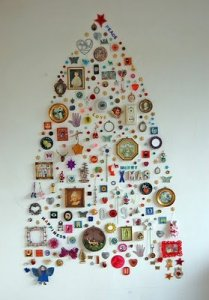 interesting-christmas-tree-collage-on-wall-gypsy-boho-style-fun-decoration-holiday