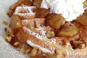 Weekend Breakfast: Apple Pie Waffles