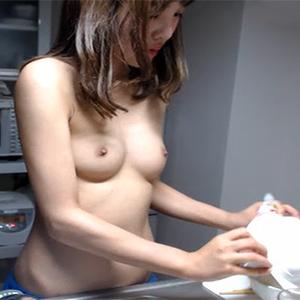 (らいぶちゃっとムービー)細身で筋肉質なシロウトがキッチンからセックスな料理教室配信