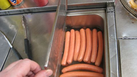 NYC_Hotdog_cart_-_hot_dogs_closeup