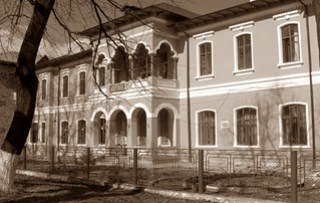 Colegiul-Petru-Poni-Roman