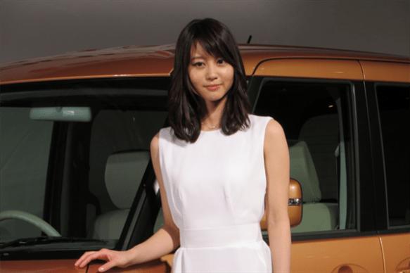 【画像】堀北真希がCMで着てる服がなんで白いか知ってるか?
