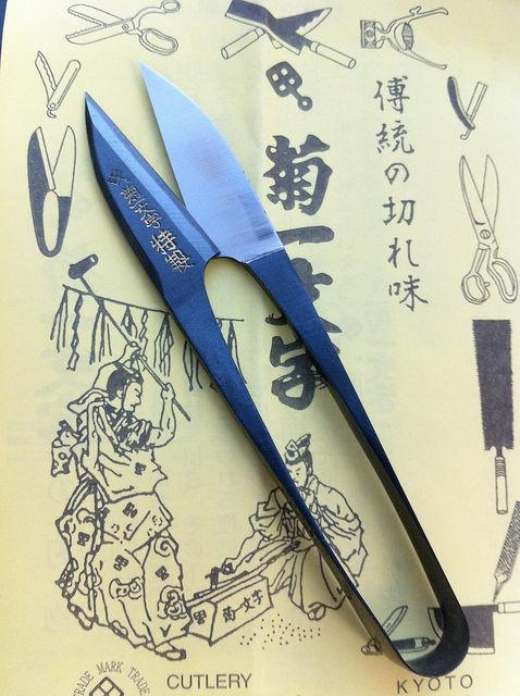 【画像】 京都・菊一文字の「糸切り鋏」が美しすぎる件について