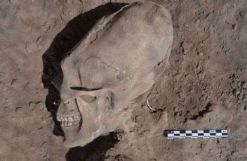 【終末の時】マヤ人の頭蓋骨矯正の真実。エイリアンみたいになった頭部が発見される。