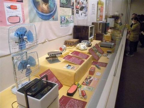 昭和30年代のユニーク家電勢ぞろい 大阪くらしの今昔館で500点