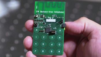 世界初の「バッテリーが要らない携帯電話」が誕生