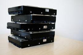 自作PCにHDD何台も積んでる人