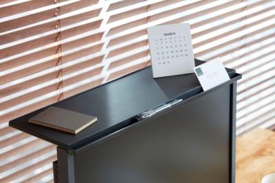 液晶ディスプレイ上に物が置ける「ディスプレイボード」を24日に発売