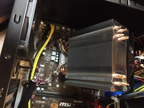 CPUクーラーの取り付けがうまくいかない…