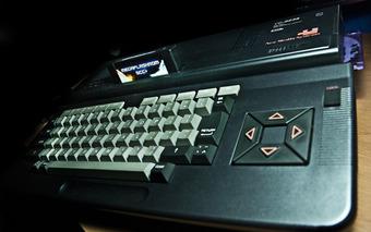 友達がPC9801を買って貰って居た頃、俺の手元には5000円で買ったMSX2しか無かった。