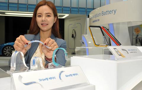 サムスン、薄くて曲がるウェアラブル向け次世代バッテリーを公開 スマートウォッチの駆動時間を50%延長
