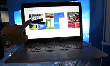 助けて!パソコンが売れない! 「Windows 8」はタブレットのようにタッチパネル操作もできるのに…