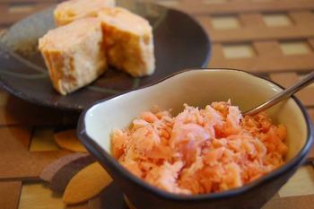 鮭フレークが 2kgあります。何か上手に消費するレシピはありますか?