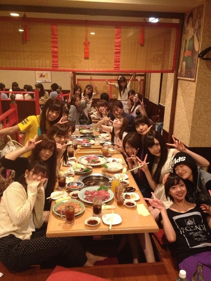 【画像】乃木坂46のメンバーがおっさんを接待wwwwwwww