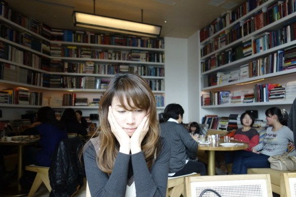【画像】 AKB鈴木まりや(22)の母親(40代)が美人すぎると話題