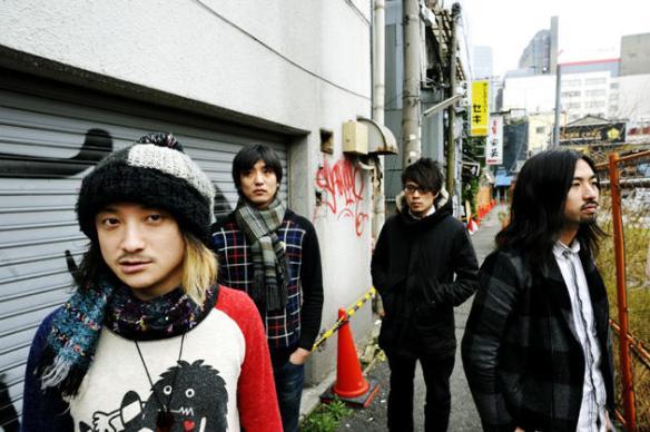 【悲報】有名ロックバンドが新宿でゲリラライブ行った結果wwwwwwww