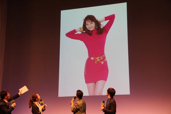 佐々木希が80年代セクシーボディコン姿を披露!![画像あり]