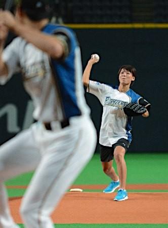 なでしこ熊谷紗希が始球式! 大谷に興奮「凄く大きかった」