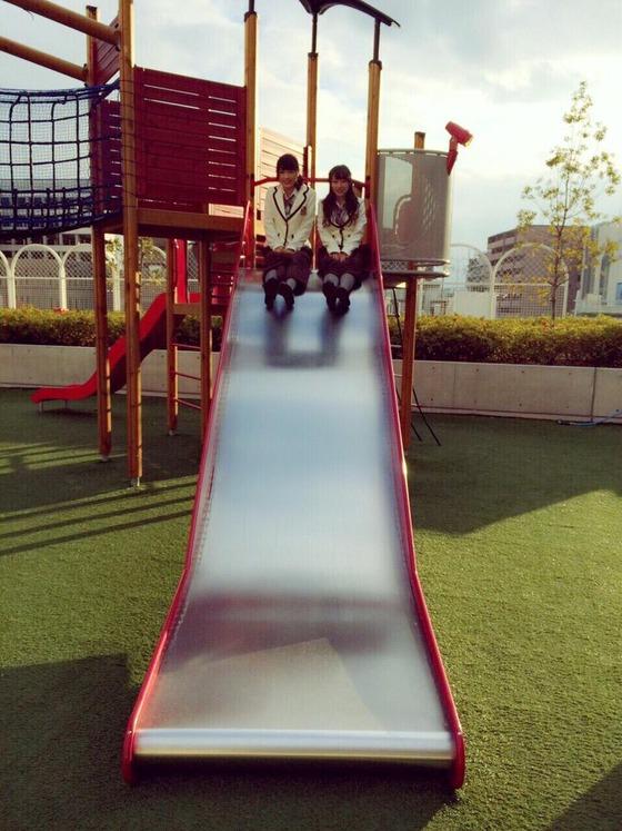 渋谷凪咲と小谷里歩の「お尻ぶつけた~痛い」「立てるかー」「えへへ」このやりとり可愛すぎて癒されるwww[画像・GIFあり]
