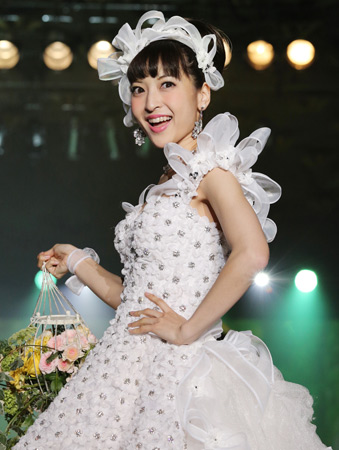 神田沙也加、ウエディングドレス姿を初披露!見せたいのは「父に」