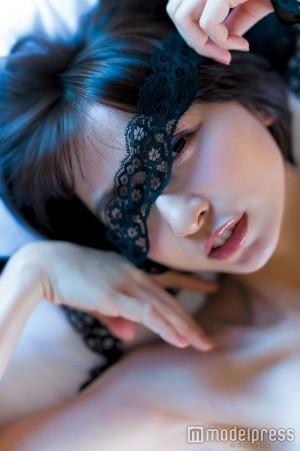 """篠田麻里子の""""初体験""""がいっぱい!6年間の集大成完全版写真集「Memories」発売"""