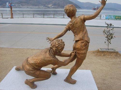 芸術性の高い銅像、オブジェの画像貼っていく
