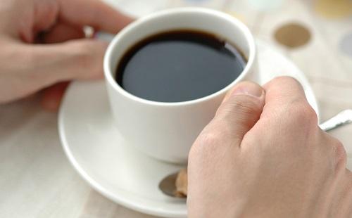 馬鹿「ブラックコーヒー飲む奴はかっこつけだろwwwww」