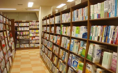 本屋で女に高い棚にある本を取ってあげた結果wwwwwww