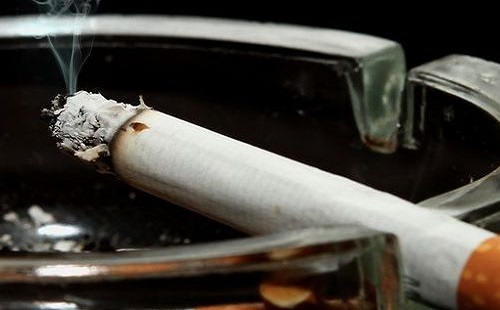 飲食店でタバコ吸うやつwwwwww
