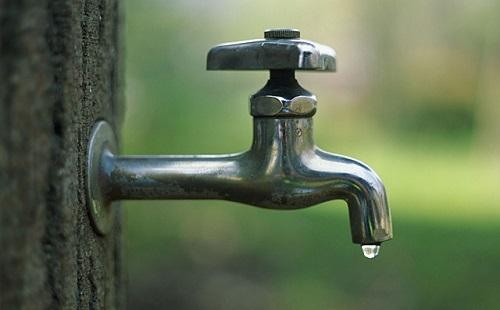 【驚愕】毎日水5リットル飲んでるんだけど質問ある?