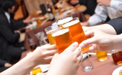 飲み会一杯目でビール以外頼む奴wwwwwwww