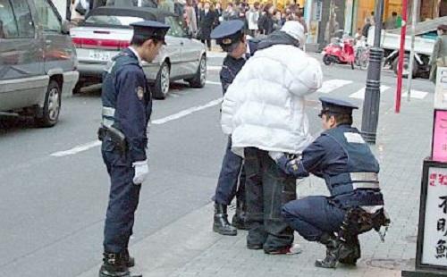 職質されたら警察官に「お前の人生はクズ」とかいわれたwwwww