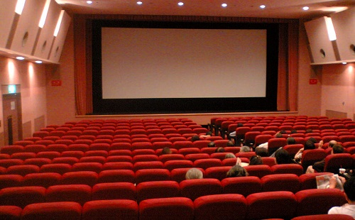 映画って一回見るのに千円以上するじゃん?高いじゃん?