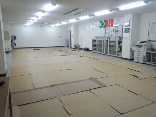会社「明日台風だから、会社に泊まっていけよー」 → 社員ブチ切れwww
