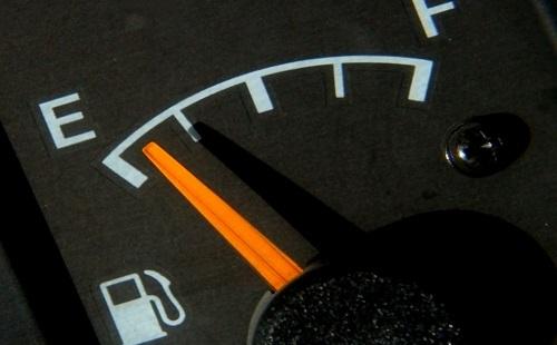 ガソリン1リットル167円とかワロタwww8年前はハイオクで160円だったぞ・・・