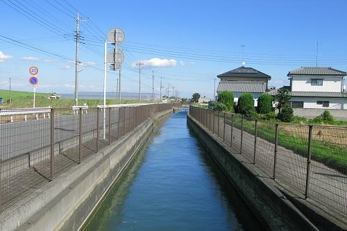 台風がくるとジジイが用水路に落ちる現象wwwwwwwwww