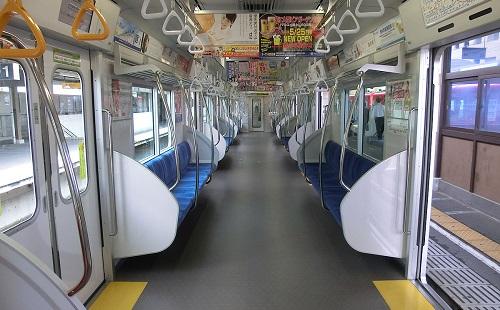 【悲報】電車内ではギリ我慢したがホームに降りた途端ウンコ漏らしてしまった