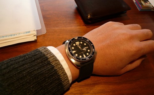 腕時計に1万円以上かける奴wwwwwwwww