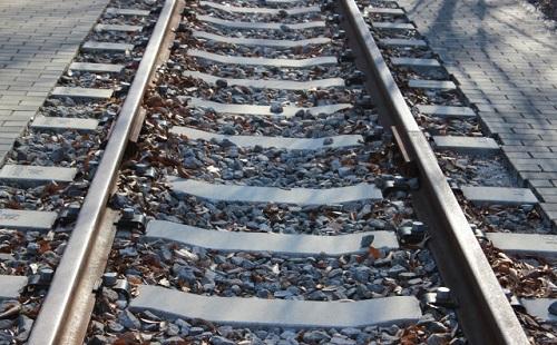 電車内で女子高生のスカートが何者かに切られ、乗客にパンティーを晒される事件相次ぐ
