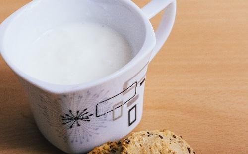 ホットミルクの隠し味に醤油を入れてみた結果wwwwwwww