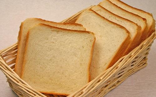 8枚切りのパン買うと貧乏扱いするやついるけどさ