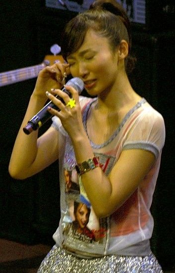 歌手・吉木りさ、初ワンマンライブで感涙「不細工だった私が…」