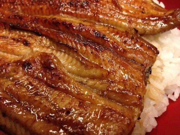 近畿大学、ウナギ味のナマズを開発して試験販売 食べた客「ナマズだと知っているからナマズだけど、知らなかったらウナギ」