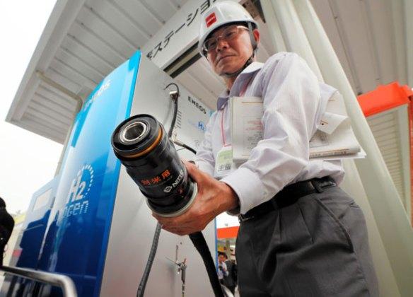 燃料電池車は本当にエコか? 水素を作るためにガソリン車並みのCO2発生、原発(高温ガス炉)を利用した水素製造計画も