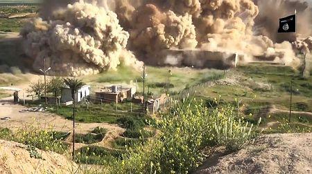 IS(イスラム国)がイラクの古代アッシリア・ニムルド遺跡を爆破する映像を公開