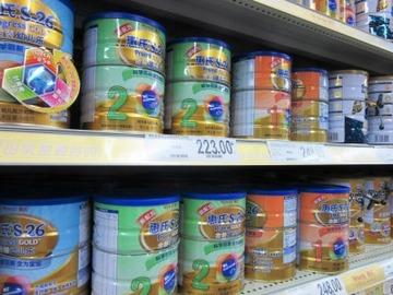 【国際】ドイツで粉ミルクを買い占める中国人、駐ドイツ大使の「悲しい」発言が波紋…中国ネットの批判の矛先は政府へ