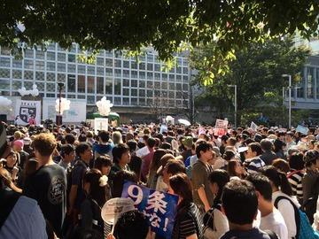 SEALDsが渋谷駅前でデモ開始 → 通行人の邪魔をして大渋滞発生 → 「参加者がどんどん増えている」と自画自賛してネット民大爆笑wwwww