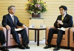 沖縄2紙「翁長とオバマを面談させるため日本政府は努力しろ」